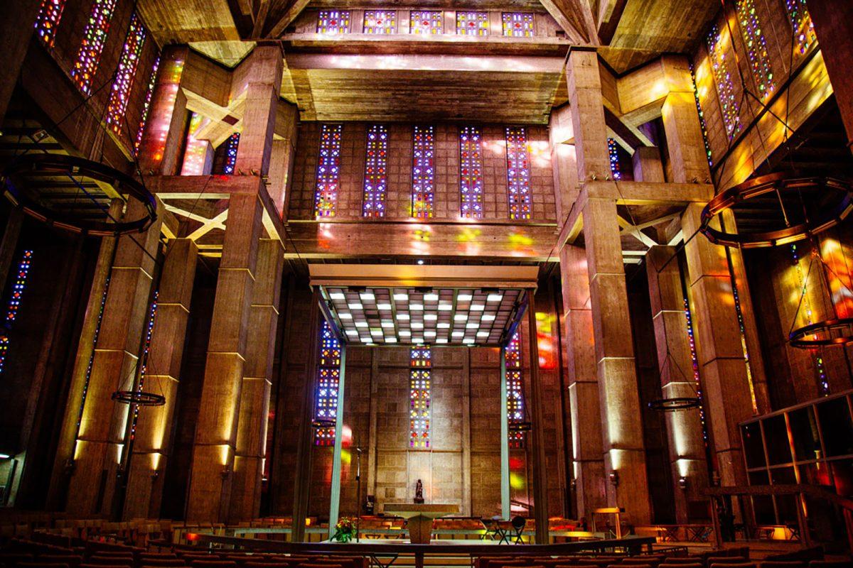 Intérieur de l'église Saint-Joseph au Havre