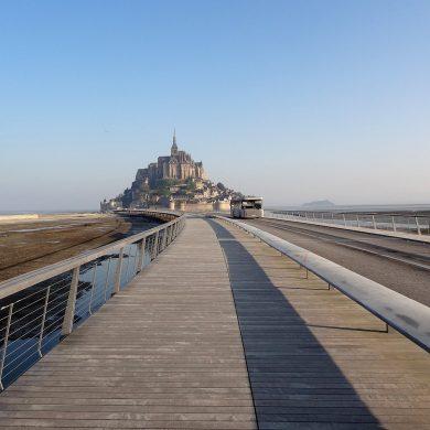 De Mont Saint-Michel: hoe komt u er en waar kunt u parkeren?