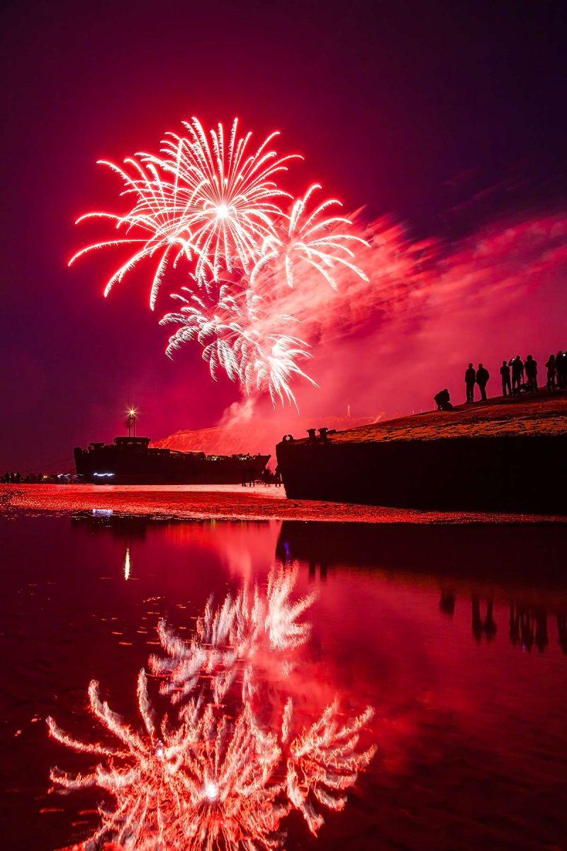 Feu d'artifice à Arromanches sur les plages du D-Day