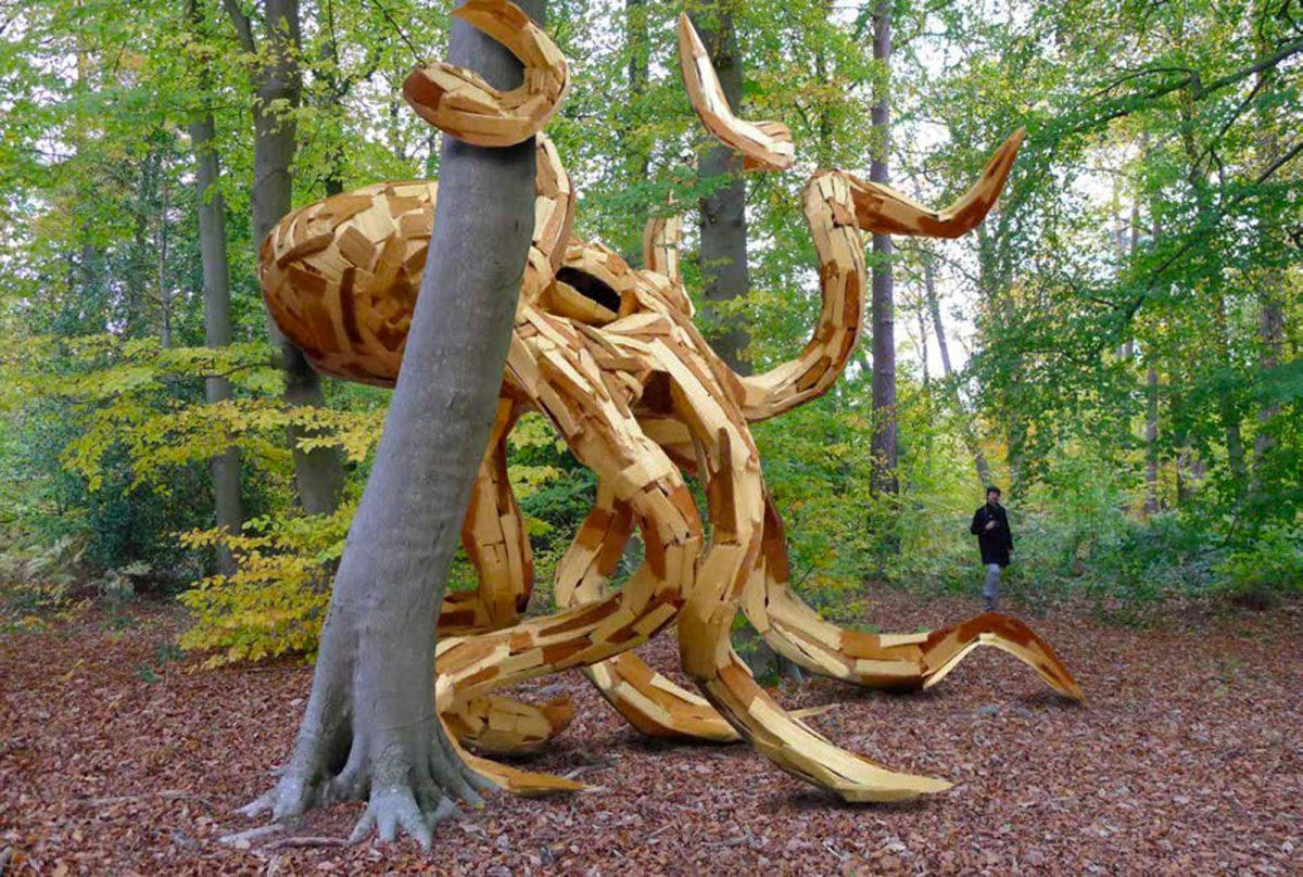 Expo de land art en forêt de Rouen, oeuvre représentant une pieuvre géante