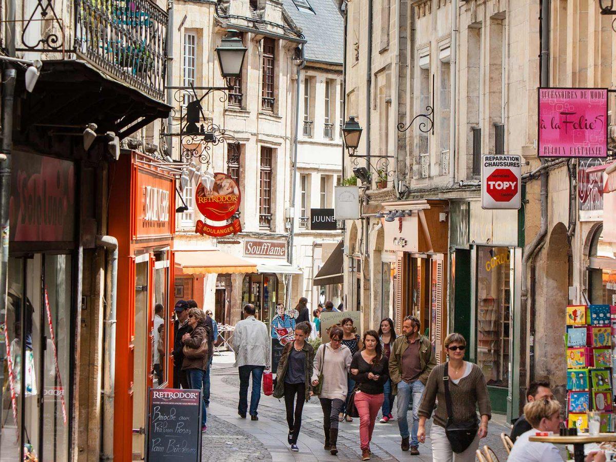 Shopping à Caen dans la rue Froide