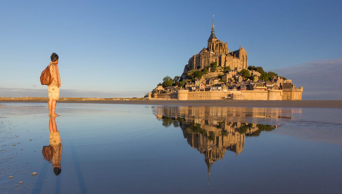 Radonneur au Mont-Saint-Michel