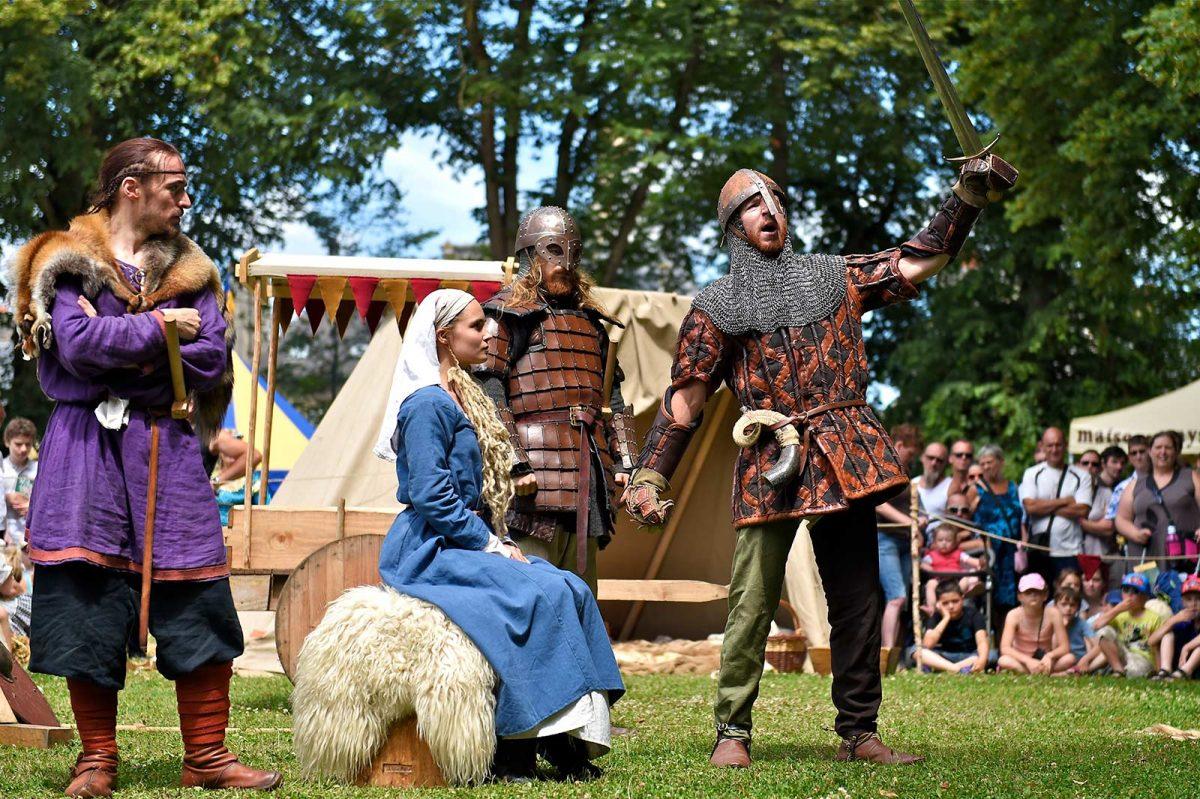 Troupe lors des fêtes médiévales de Bayeux